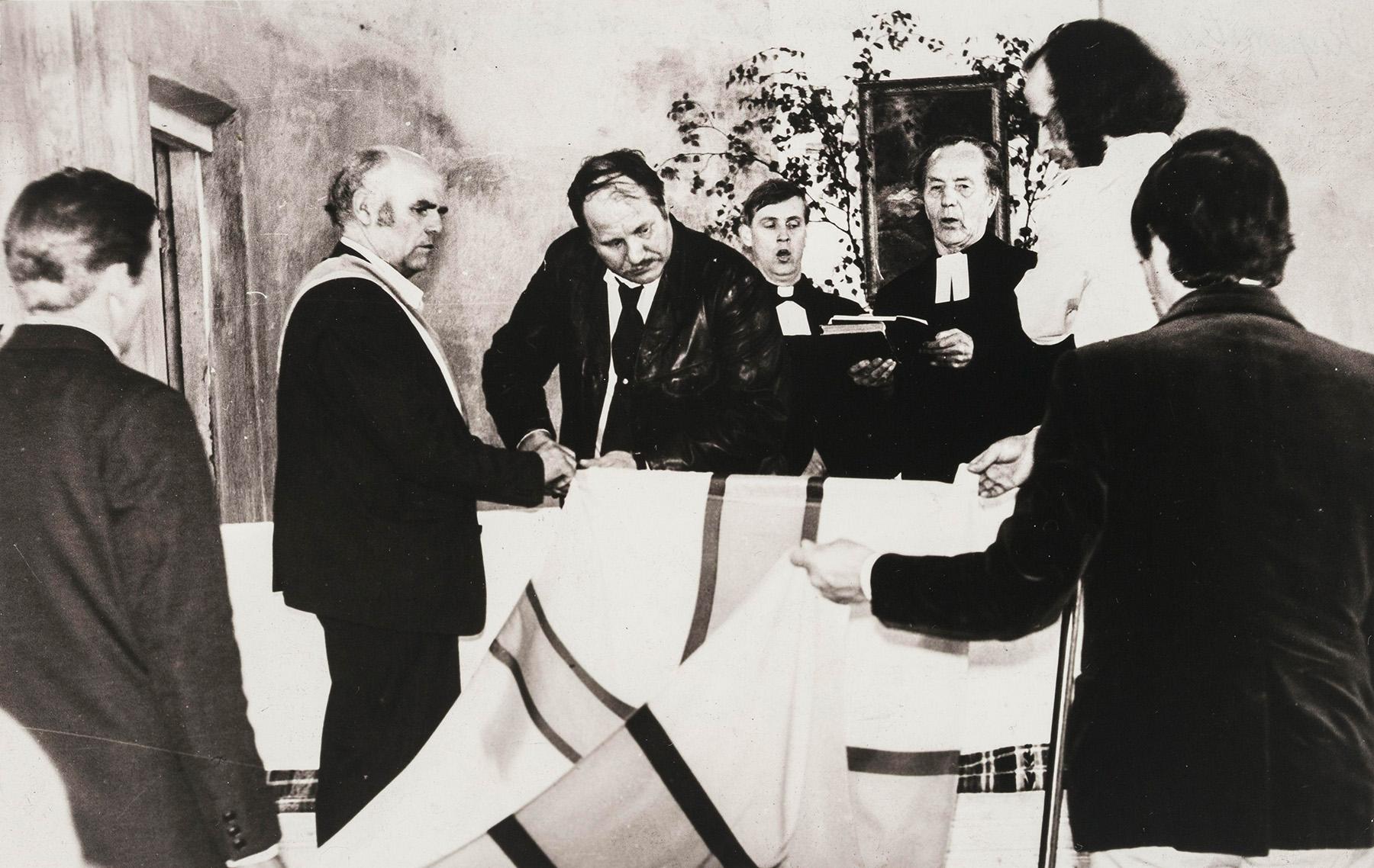 Inkerin lipun vihkiminen Kupanitsan kirkossa vuonna 1989. SKS KIA, Albert Kirjasen arkisto. CC BY 4.0