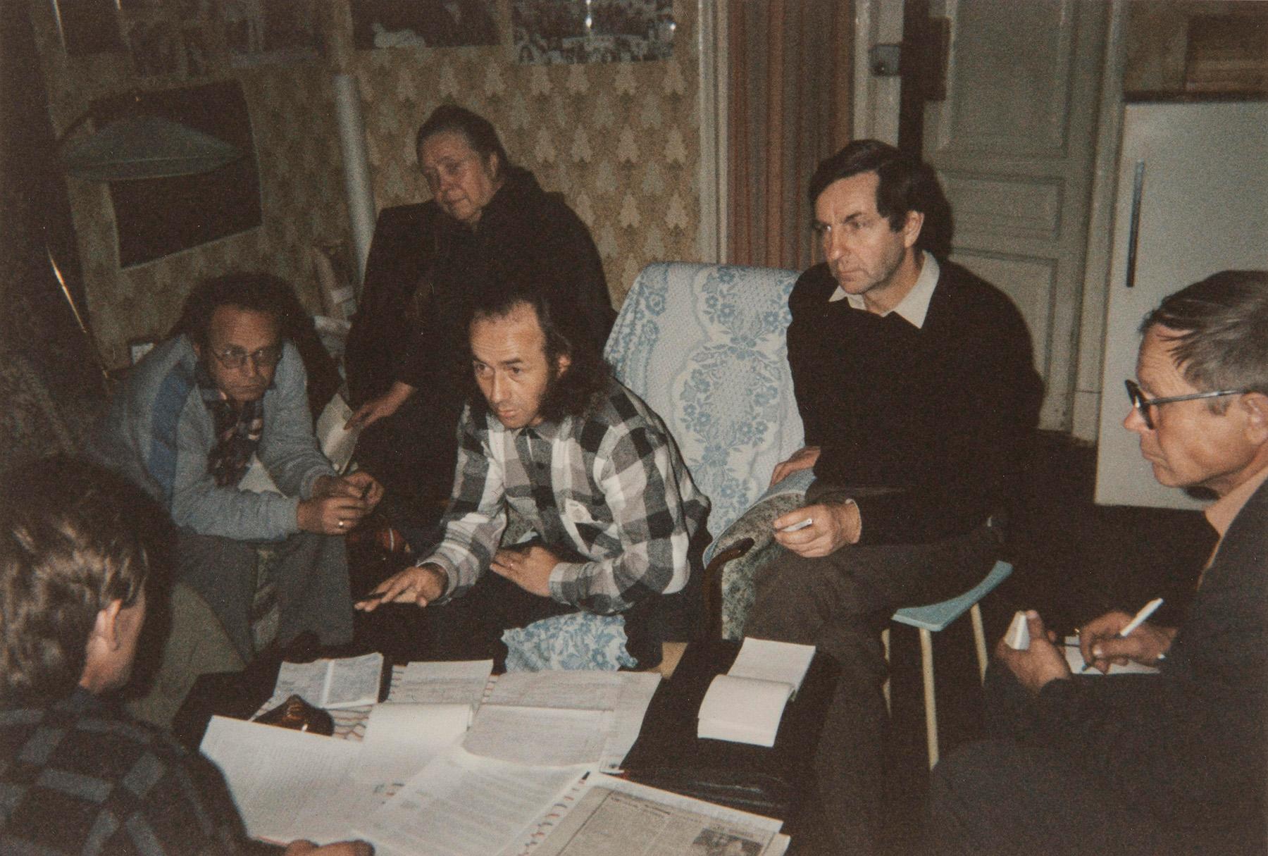 Yksi ensimmäisiä Inkerin liittojen yhteispalavereista Pietarissa 1980–1990-luvun taitteesta. SKS KIA, Albert Kirjasen arkisto. CC BY 4.0