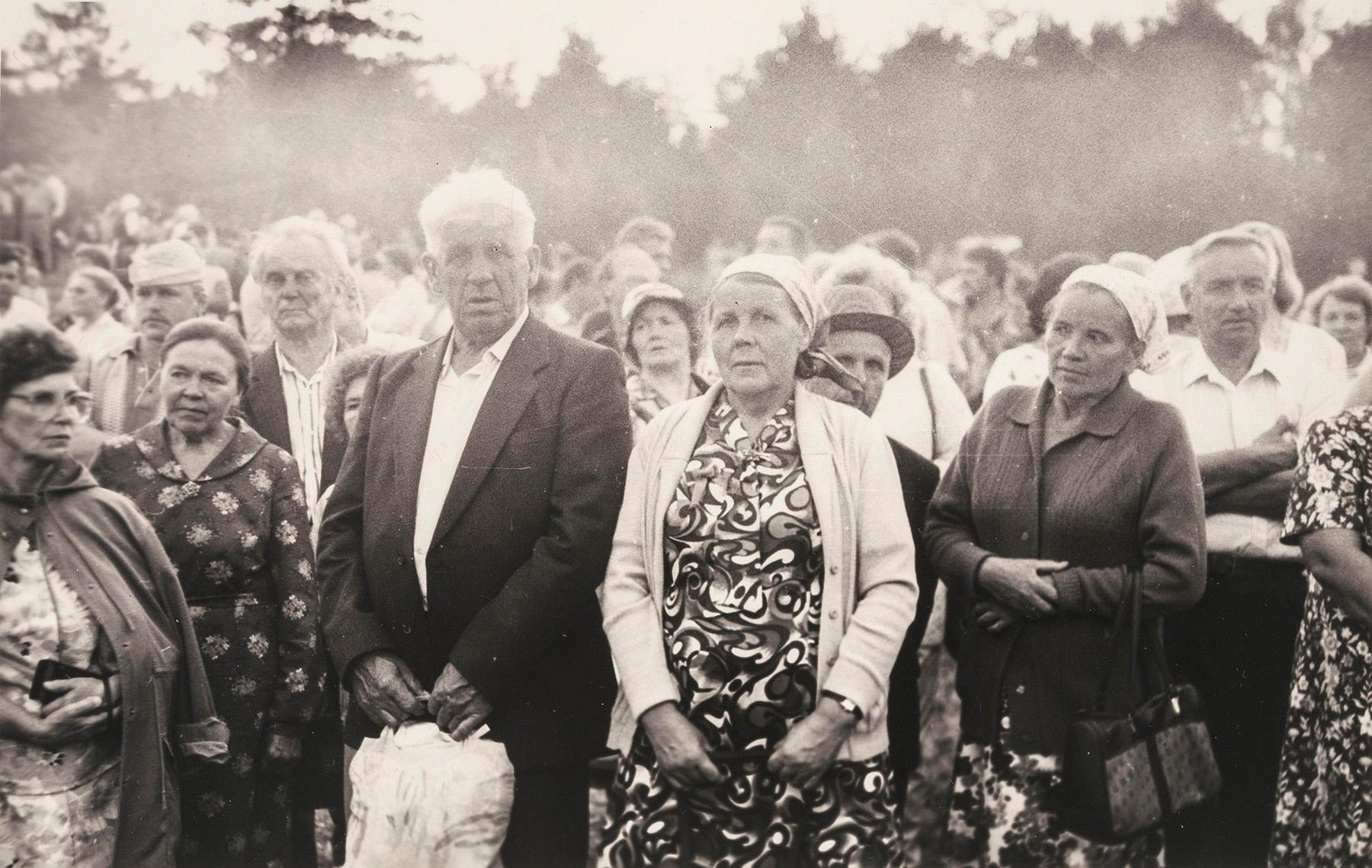 Väkeä kesäjuhlilla Keltossa vuonna 1989. SKS KIA, Albert Kirjasen arkisto. CC BY 4.0