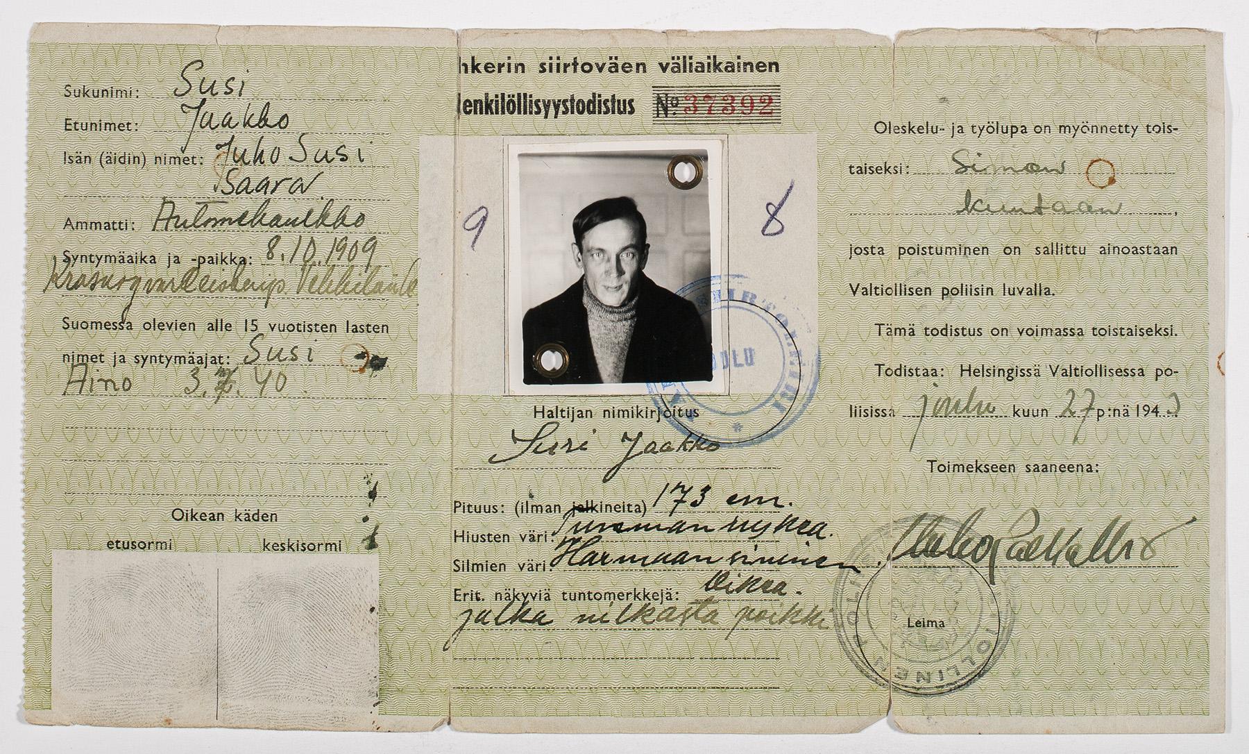 Jaakko Sudelle 27.12.1943 myönnetty Inkerin siirtoväen väliaikainen henkilöllisyystodistus. SKS KIA, Helena ja Jaakko Suden sukuarkisto. CC BY 4.0