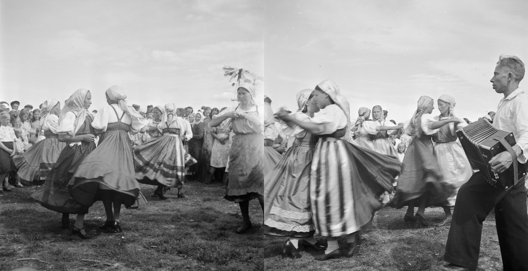 Katrillin tanssimista haitarin säestyksellä juhannusjuhlissa Paateneella, Itä-Karjalassa. Kuvaaja Väinö Kaukonen 23.6.1943. Kuvat SUK475:78 ja SUK475:77. Museovirasto. CC BY 4.0