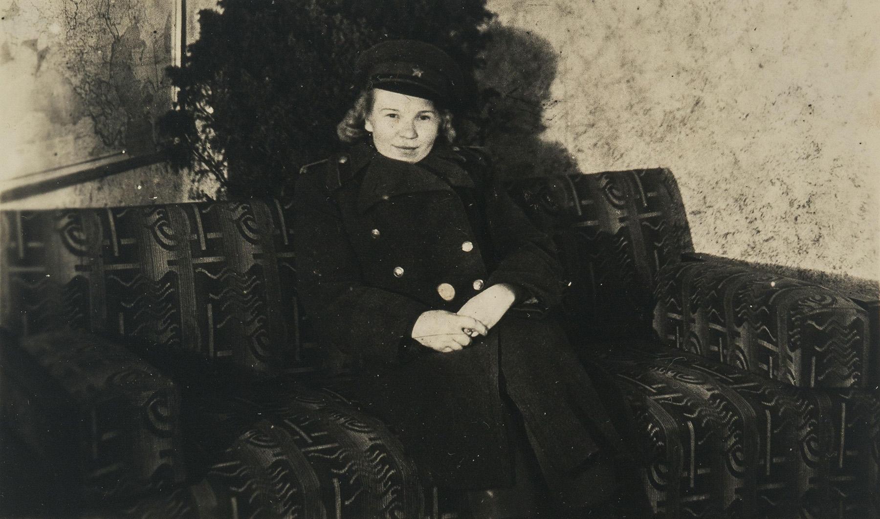 Neuvostoliiton armeijassa palveli arvioiden mukaan jopa miljoona naista. Heistä yksi oli inkerinsuomalainen Salli Ivolgina (o.s. Rikkinen), joka toimi kiväärijoukkojen lääkintäosastossa. SKS KIA, Rikkisen suvun arkisto. CC BY 4.0