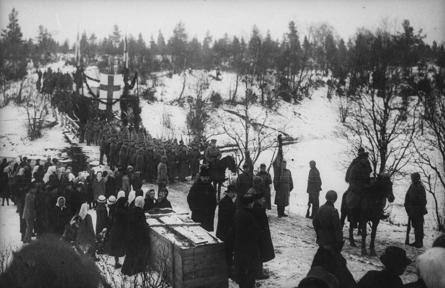 Joukot vetäytyivät Kirjasalosta ja majoittuvat Valkjärvelle. Inkeriläisten sivistyssäätiön kokoelma, kuva 2355. CC BY 4.0