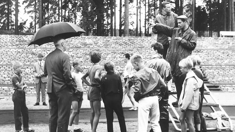 Urheilukilpailut Pirkkolan urheilukentällä Helsingissä kesäjuhlien yhteydessä 1969. Inkeriläisten sivistyssäätiön kuvakokoelma, kuva 1318. CC BY 4.0