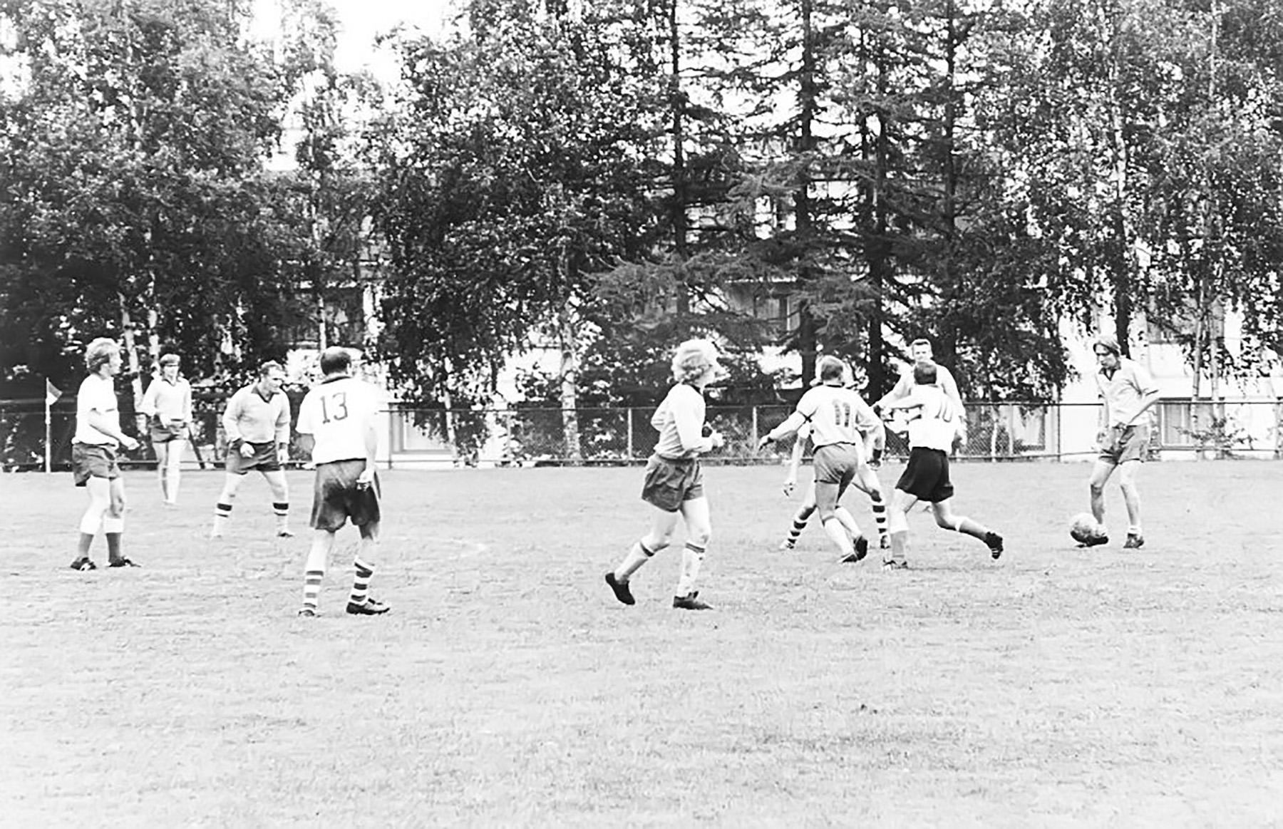 Suomen ja Ruotsin inkeriläisten välinen jalkapallo-ottelu kesäjuhlilla Turussa vuonna 1971. Inkeriläisten sivistyssäätiön kokoelma, kuva 735. CC BY 4.0