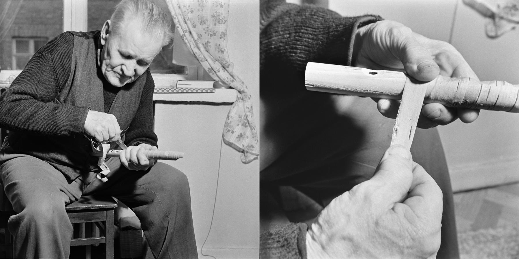Teppo Repo oli taitava soitinrakentaja. Tässä hän rakentaa tuohisoitinta. Kuvattu Helsingissä vuonna 1958, Kuvaaja István Rácz. Kuvat Museovirasto KK5500:2353 ja KK5500:2354. CC BY 4.0